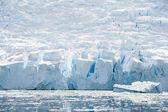 Huge ice shelf on the beach — Stock Photo