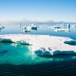 Aquamarine iceberg with penguins — Stock Photo