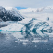 Deffirent forms of icebergs, Antarctica — Stock Photo #13986928