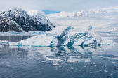 Deffirent forms of icebergs, Antarctica — Stock fotografie