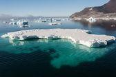Incredibile lastrone di ghiaccio nell'oceano antartico — Foto Stock