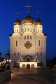 Orthodoxe tempel in de avond — Stockfoto