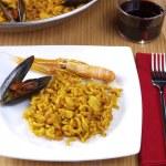 Fideua - Noodle paella — Stock Photo #13704653