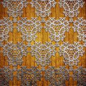 Ornamento di metallo su fondo in legno — Foto Stock
