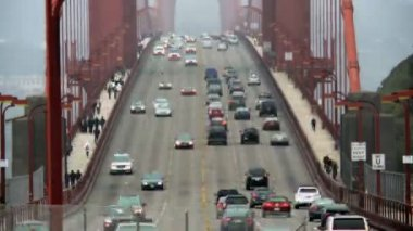 Time Lapse of Traffic Crossing the Golden Gate Bridge — Stock Video