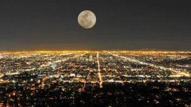 Time Lapse of Moon Rising over Los Angeles — Stock Video