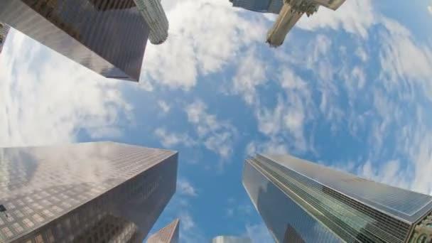 Timelapse vue de bâtiments dans le quartier financier. — Vidéo