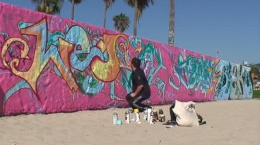 Santa Monica Graffiti Artist — Stock Video