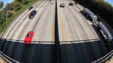 Tijdspanne van stedelijke freeway verkeer — Stockvideo