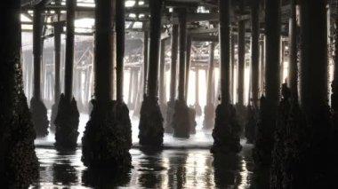 Onder de pier - time-lapse — Stockvideo