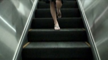 Asiat sur l'escalator, Thaïlande — Vidéo