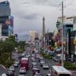 Stockvideo: Zoom Las Vegas Strip - Time Lapse