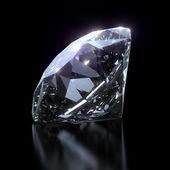 Diamante brillante sobre fondo negro — Foto de Stock