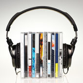 Headphones on stack of CDs — 图库照片