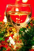 Weinglas mit dekoration — Stockfoto