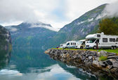 Camping door fjord — Stockfoto