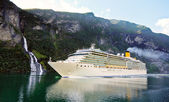 Cruise ship in fiord — Stock Photo