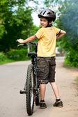 Kid avec vélo — Photo