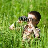 Kid with binocular — Stock Photo