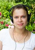 Escuchando una música — Foto de Stock