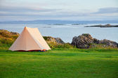 Camping tent on ocean shore — Stock Photo