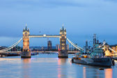 Tower Bridge and HMS Belfast — Stock Photo