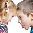 Children sticking out tongues — Foto Stock