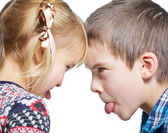 Children sticking out tongues — Stockfoto