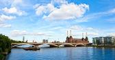Puente grosvenor con battersea power station — Foto de Stock