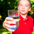 Child with glass of water — Stockfoto