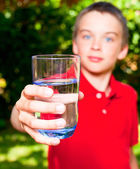 Child with glass of water — Stock fotografie