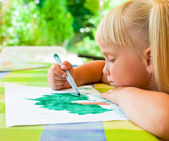 Child drawing outdoors — Stock Photo