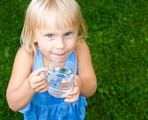 Child with cap of water — Stockfoto