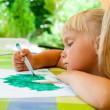Child drawing outdoors — Stock fotografie
