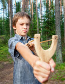 Kid with slingshot — Stock Photo
