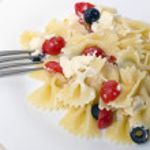 fitas de massa, tomate cereja e azeitonas — Foto Stock #42261003