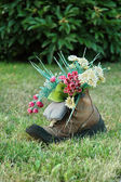 Flowers in old shoes — Stock Photo