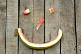 Smiley spontaneous made of watermelon peel and leftovers — Stock Photo