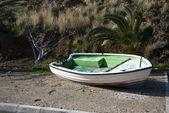 Terk edilmiş balıkçı teknesi — Stok fotoğraf