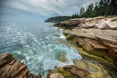 Ocean Waves crashing on the rocky shore of Acadia National Park — Stock Photo