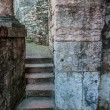 Stone steps and narrow pathway by the ancient wall — Stock Photo