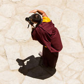 Monk photographer at mask dance festival in Hemis monastery. — Stock Photo