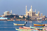 Fishing harbour with mosque in the background. Arabian Sea, India — Foto de Stock