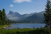 Lake Svetloe, forest and mountains — Stock Photo
