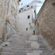 The narrow street in the Old Town, Vieste, Italy — Stock Photo