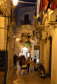 VIESTE - SEP 9: Night street in the Old Town of Vieste. September 15, 2013 — Stock Photo