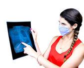 Student tittar på en x ray bild — Stockfoto
