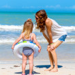 Mom daughter beach fun — Stock Photo #38998355