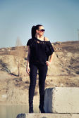 Mooi meisje in zonnebril — Stockfoto