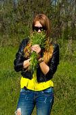 黄色いブラウスの少女 — ストック写真